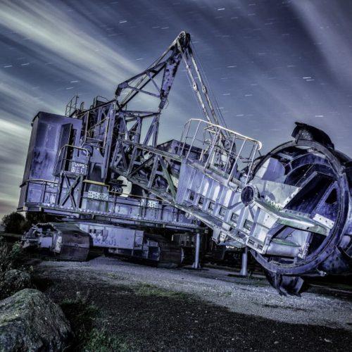 Braunkohlebagger bei Nacht