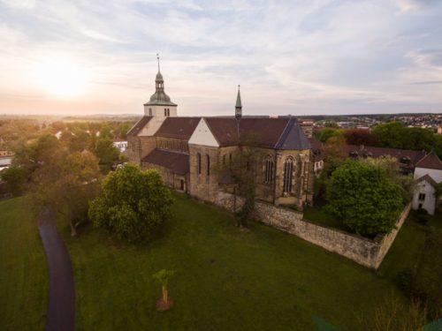 Die Klosterkirche St. Marienberg in Helmstedt zum Sonnenuntergang.